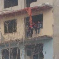 bina-%C3%A7ocuklar-1-192x192 Yıkılmayan Bina Çocuklara Tehlike Saçıyor