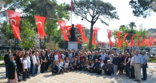 """CHP; """"Cumhuriyet gençlerin omuzlarında yükselecek"""""""