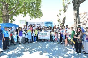 Gönüllü çevrecilerden sahil temizliği