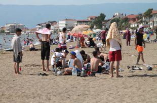 Gemlik Kumsaz'da Suriyelilerin Deniz Sefası