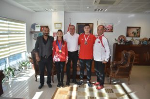 Başkan Sertaslan şampiyon sporcuları kutladı