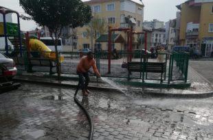 Gemlik'te sokaklar yıkanmaya devam ediyor