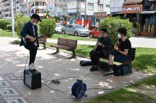 Gemlik'te gençlere özel müzik dinletisi