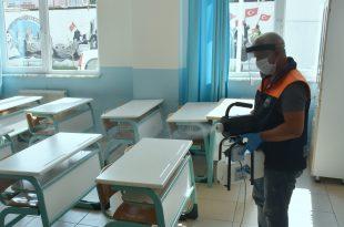 Sınıflar dezenfekte ediliyor, hastaneye destek sürüyor