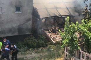 Kendi Evini Yaktı, Söndürmek İsteyen İtfaiyeye Saldırdı