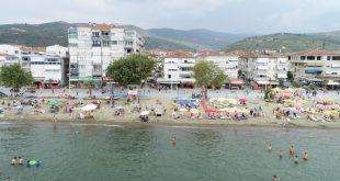 Sahilerde Vatandaşlar korona virüs tedbirlerine ayak uydurmaya çalışıyor