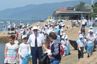Ali Kütahya Ortaokulu'ndan sahil temizliği