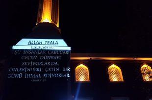 Teknolojik imam dini öğretileri cami minaresine yansıttı
