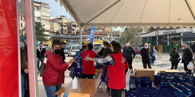 Büyükşehir Belediyesinin YKS setleri Gemlik'te de dağıtıldı