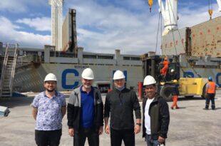 Gemlik Roda Limanın'da Dev Blok Mermer Yüklemesi