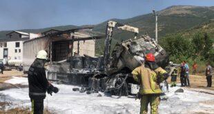 Kaza yapan tır otoparka çekilirken yandı