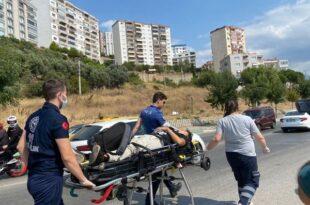 Motosikleti araç sıkıştırdı, 2 kişi yaralandı