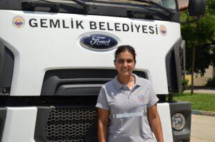 Belediyede kadın ağır vasıta şoförü göreve başladı