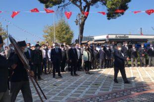 Gemlik'te Gaziler Günü programı Atatürk Anıtında düzenlenen çelenk sunma töreni ile yapıldı…