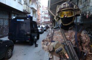 Gemlik'te 850 polisle eş zamanlı uyuşturucu operasyonu